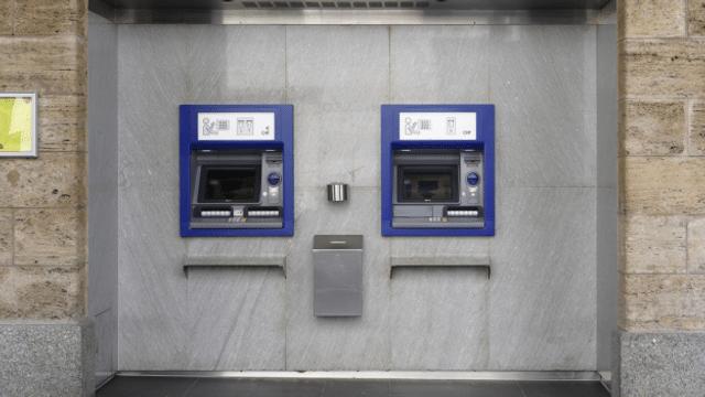 Bancomats svizzers cun sistem unifitgà e dapli funcziuns