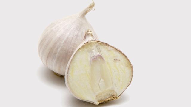 Stinkt Knoblauch ohne Keim weniger?