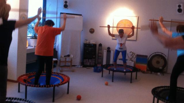 Wirkungsvolles Training auf dem Mini-Trampolin