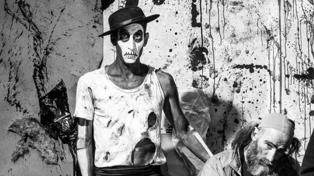«Danse macabre»: Tragisch-Komische Bühneninstallation