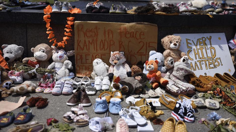 Die Indigenen Kanadas suchen ihre verlorenen Kinder